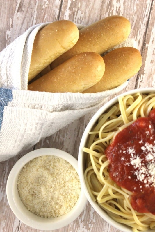 Olive Garden Breadstick Recipe you can make at home! Perfect for pasta dinner night or as a side with a hot bowl of soup.