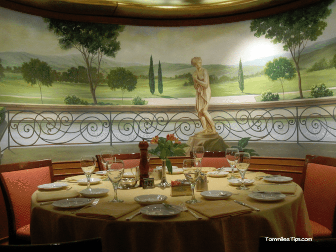Golden-Princess-Dining-Room.png