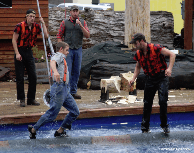 Golden-Princess-Ketchikan-Great-Alaskan-Lumber-Jack-Show-Log-Rolling.png
