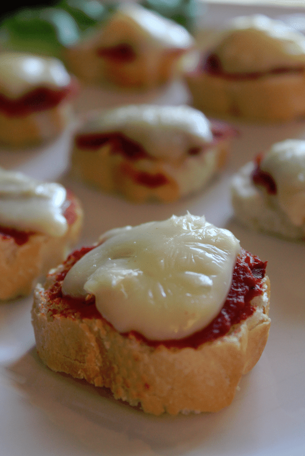 Crostini with Brie and Roasted Garlic