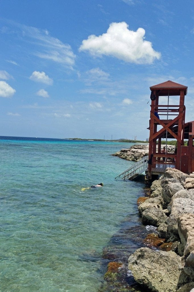 Lifeguard stand with firepole in middle Aruba
