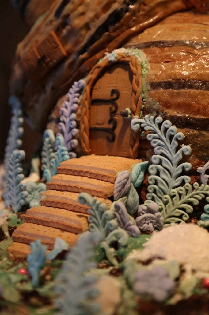 blog gingerbread house detail