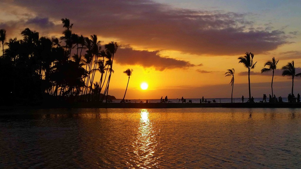 Blog-Breathtaking-sunset-at-A-Bay-Kona-Hawaiijpg.jpg