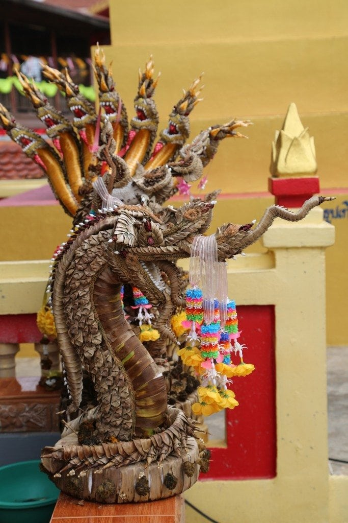 Chaing Khan Thailand temple offerings