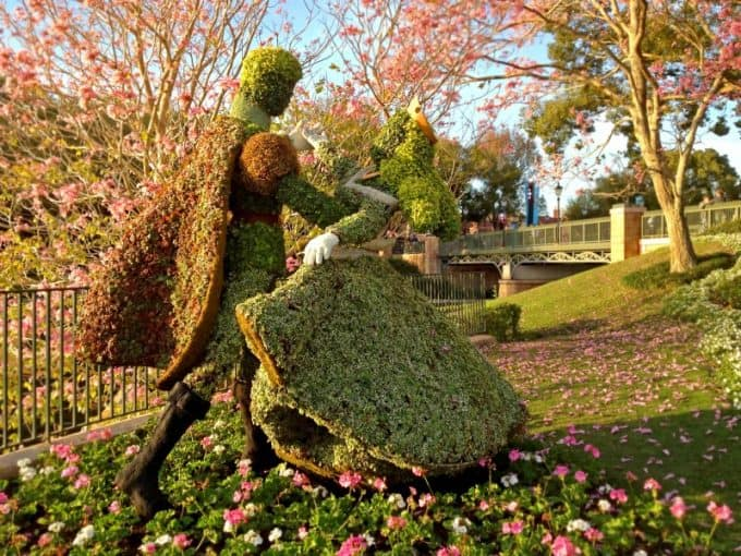 Classic disney topiary at the epcot flower and garden festival for Jardin walt disney