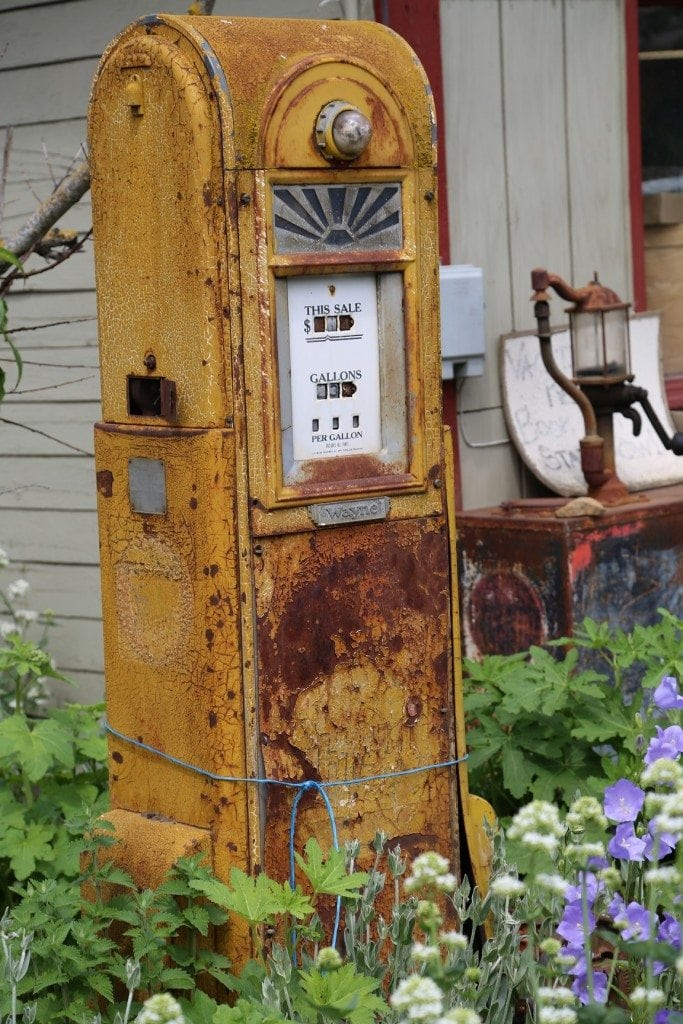 Rusty Gas Pump at raper Farms in Hood River 2