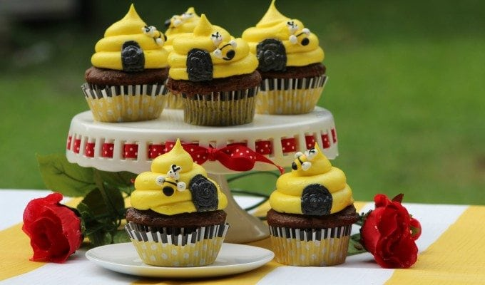 Seriously cute Honey Bee Beehive Cupcake Recipe!