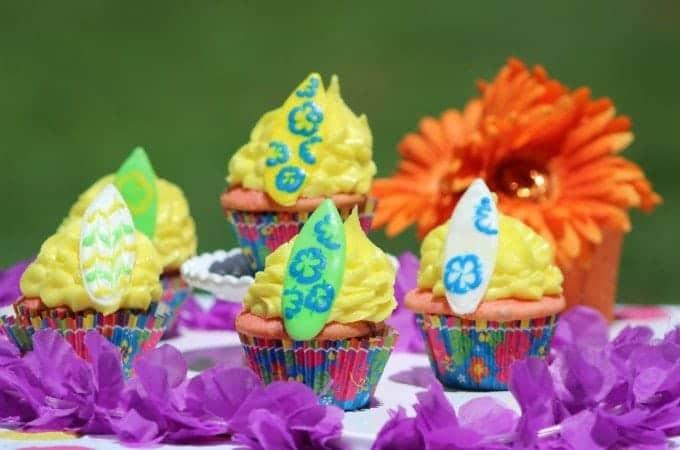 Super fun Surfboard Cupcakes!