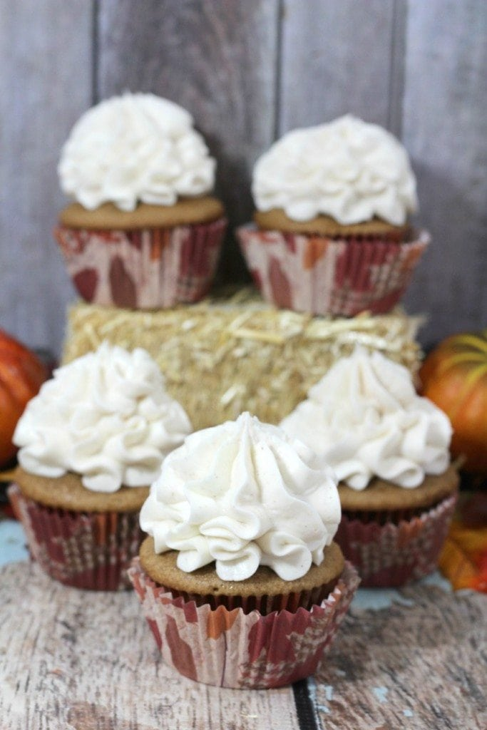 Spice Cupcakes w Cinnamon Frosting