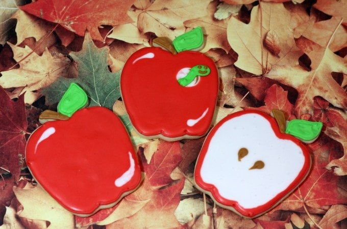 Super cute Apple Cookies perfect for Back to School!