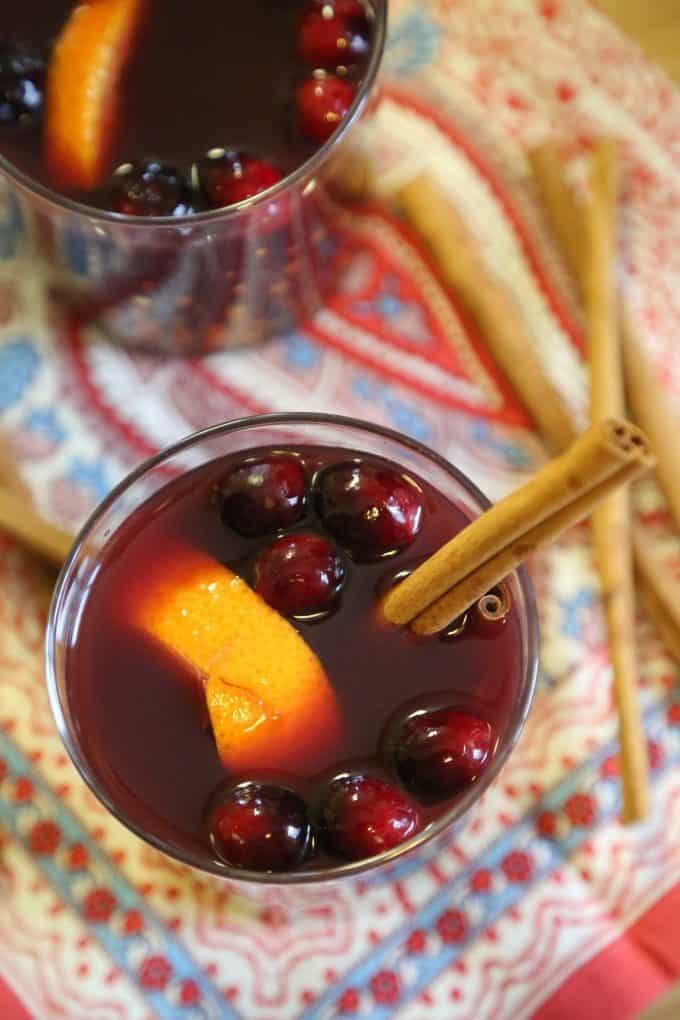 How to make Easy Crock Pot Mulled Wine Recipe with cranberries! This slow cooker cocktail recipe is perfect for football parties or cold winter days!The crockpot does all the work!