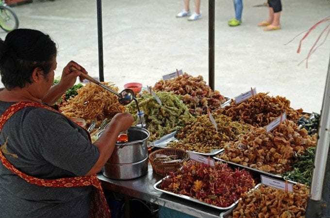 Photo tour of the market at Ko Kret in Thailand
