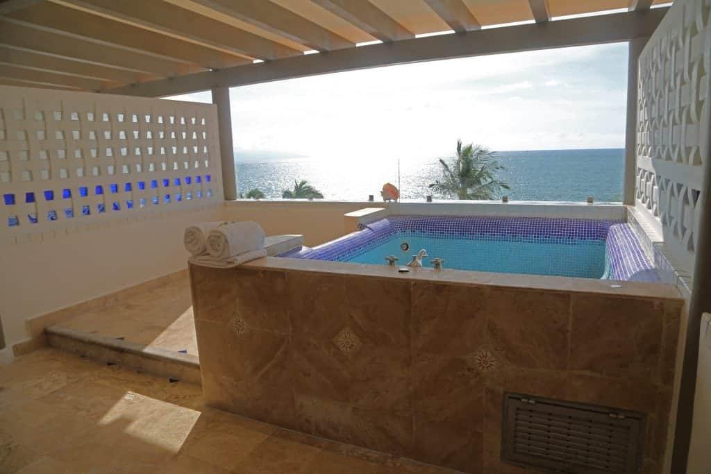 private-outdoor-jacuzzi-at-villa-premeire-puerto-vallarta