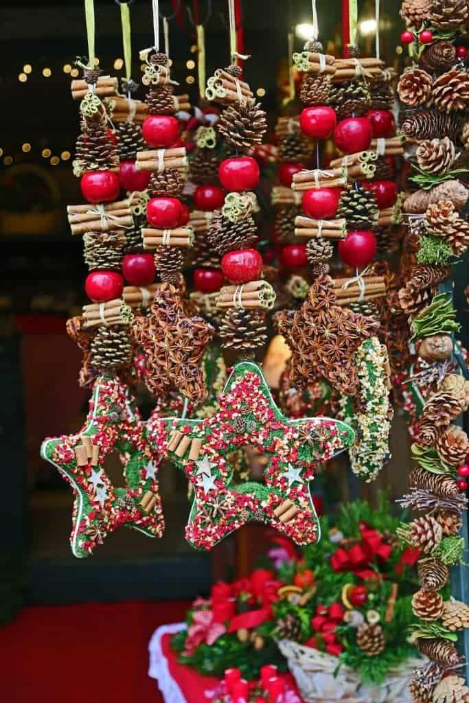 christmas-ornaments-in-the-salzburg-christmas-market