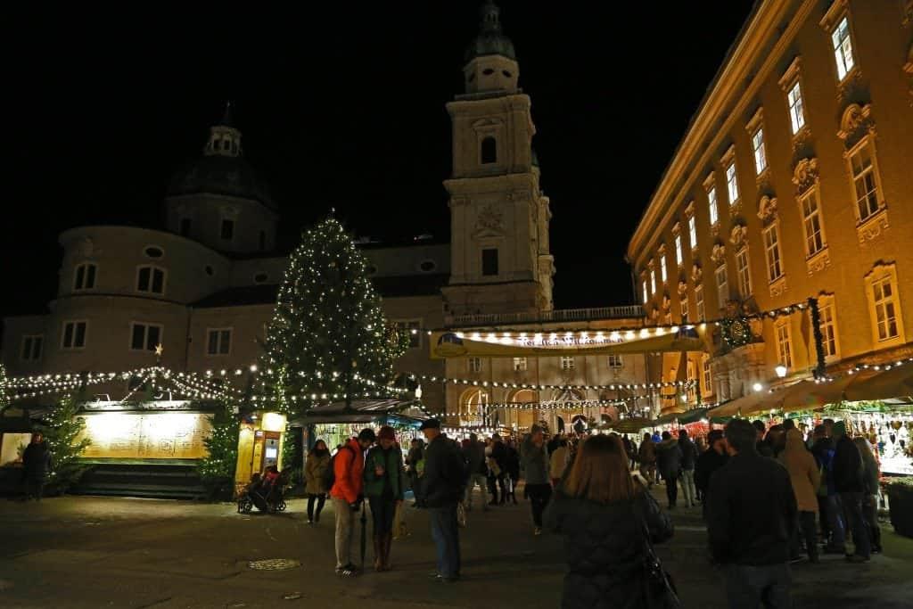 salzburg-christmas-market-at-night