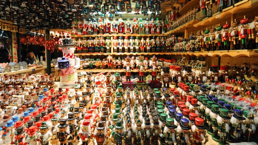 toy-soldiers-at-the-salzburg-christmas-market