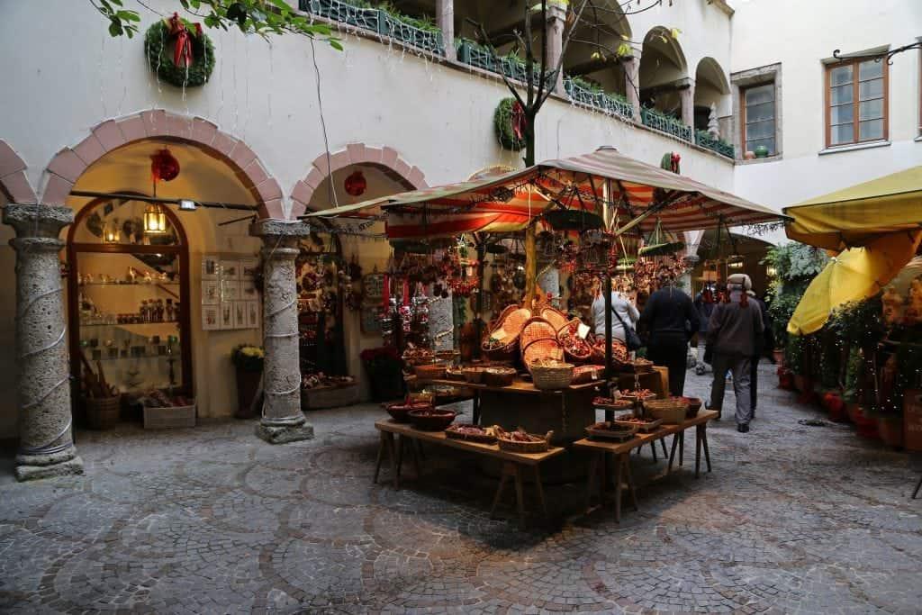 walking-throught-the-christmas-market-i-salzburg-austria
